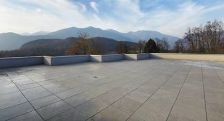 Terrazzo di proprietà esclusiva a copertura parcheggio condominiale ...